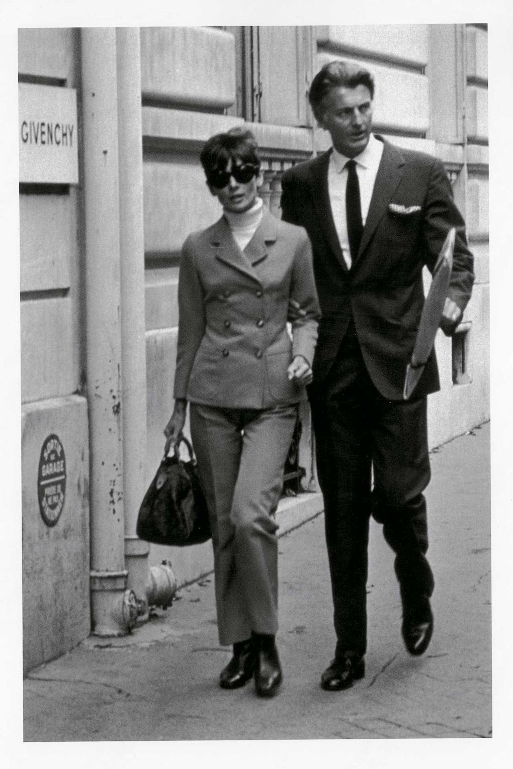 9 Hubert De Givenchy And Audrey Hepburn In Paris 1960s CREDIT Collection Hubert De Givenchy